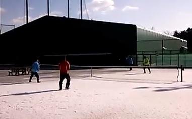 雪上テニス