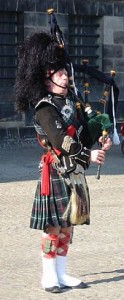 170px-Bagpipe_performer