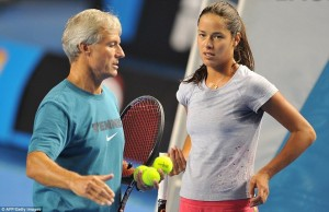 307E529800000578-3413163-Sears_pictured_with_Ivanovic_on_the_practice_court_during_the_Au-a-42_1453544515472