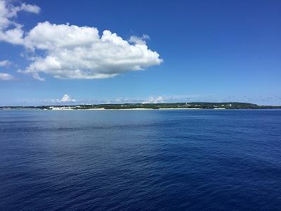 船から望む与論島