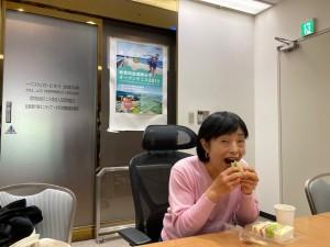 事務所でサンドイッチ【佐藤直子のテニスがすべて】