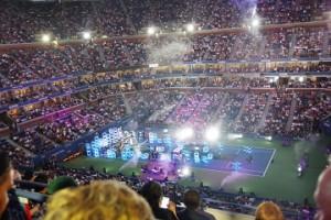 試合前の会場。アメリカのミュージシャンのライブがありました。