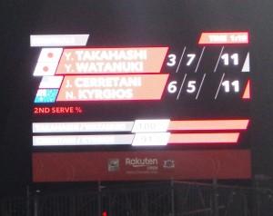 マッチタイブレーク9-9の時に隣のコートではマッチタイブレーク11-11というスコア。どっちの試合を観たものか、という状態でした。