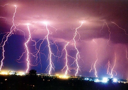 Multiple_Lightning_Bolts_Wallpaper_yg3i